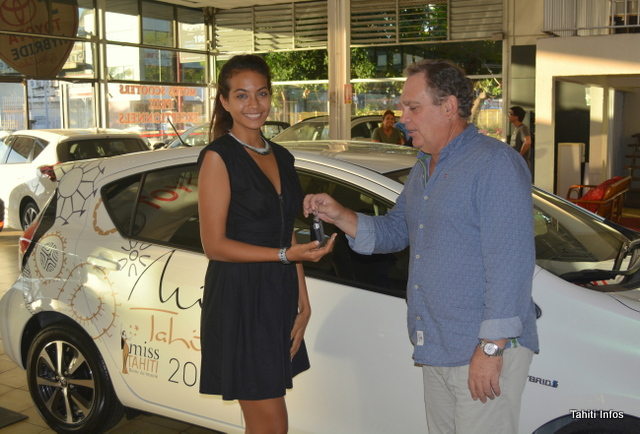 Candidate Miss France voiture Prius Toyota Credit photo Tahiti Infos